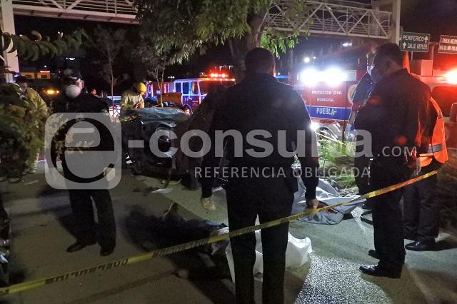 Dos hombres mueren tras volcar su coche en la Vía Atlixcáyotl