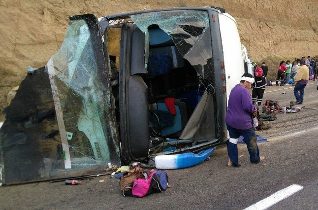 Volcadura deja 30 lesionados y cierra autopista México-Puebla