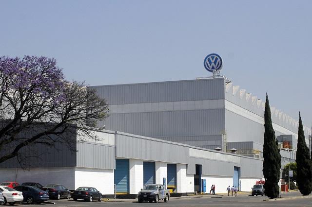 Para salvar empleos VW hará paros técnicos, confirma Cabalán
