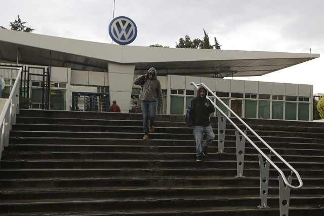 Asegura sindicato de VW que no habrá despidos en 2015