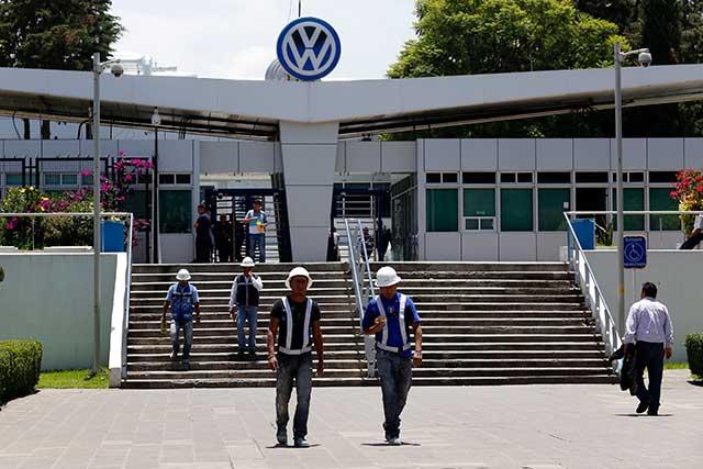 Tendrán base 250 empleados eventuales de VW, a partir de enero