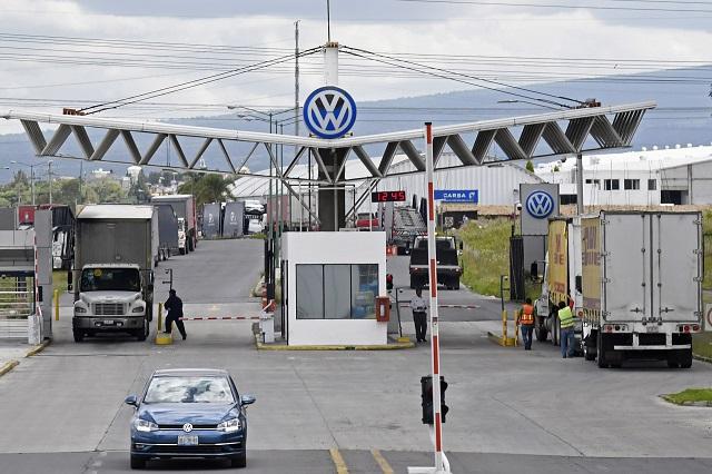 VW reabre el 1 de junio y recorta 35% a salarios durante mayo