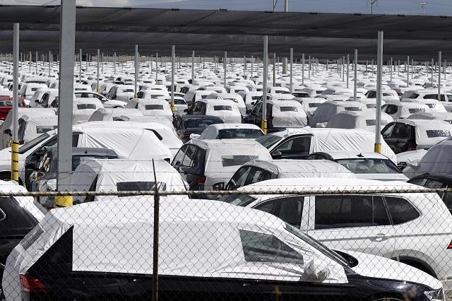 Covid-19 obliga a paro de dos semanas en Volkswagen