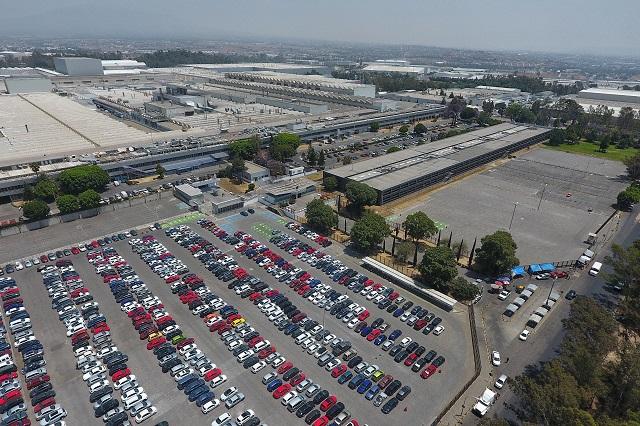 Vende VW 8 mil 400 vehículos menos que el año pasado