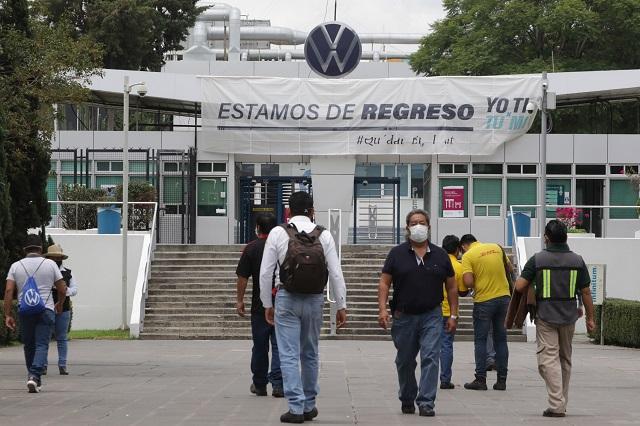 Con aumento salarial de 5.46 % libran huelga en VW