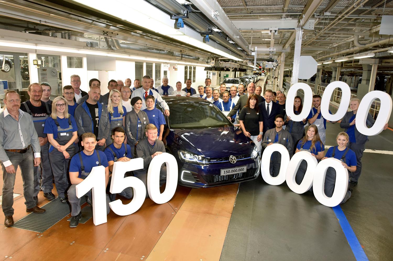 VW produjo su auto número 150 millones, un Golf, en Wolfsburg