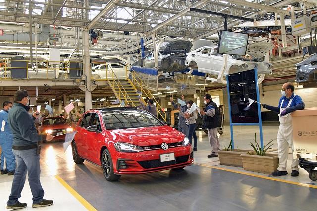 Planea VW reducir 5 mil empleos antes de que acabe 2023