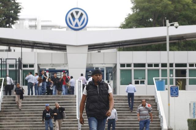 Cancelación de pedido obliga a VW a paro técnico: trabajadores