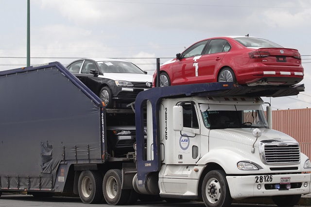 Bajan ventas de autos 5%