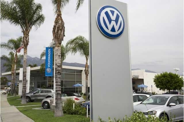 Acepta VW que software era para ocultar emisiones tóxicas