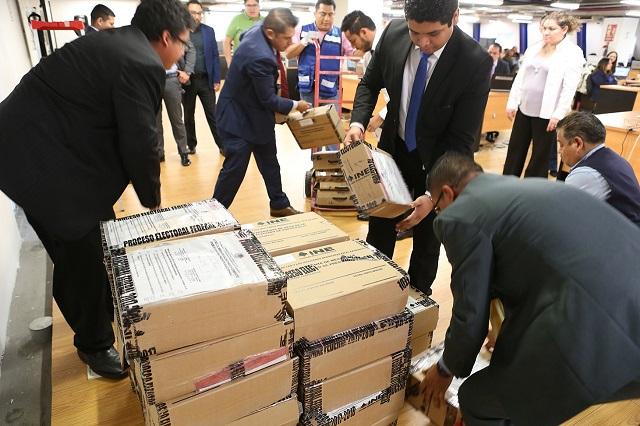 Recibe INE paquetes con votos de poblanos desde el extranjero