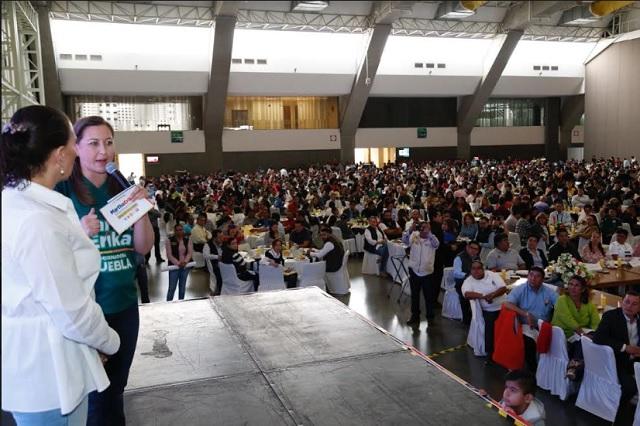 Alonso pide voto a burócratas durante partido México vs Corea