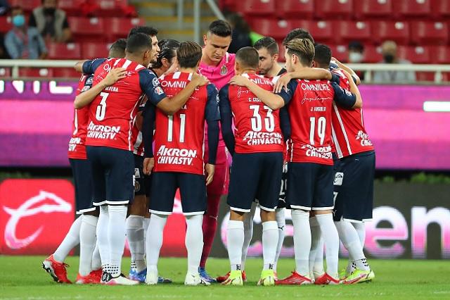 Chivas se queda sin técnico previo al Clásico Nacional