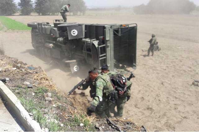Huachicoleros atacan a convoy de militares en Palmar de Bravo