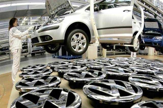 Inevitables paros en VW; busca no recortar personal ante crisis