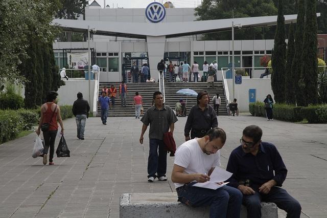 Obreros de VW reponen paros técnicos con jornada sabatina