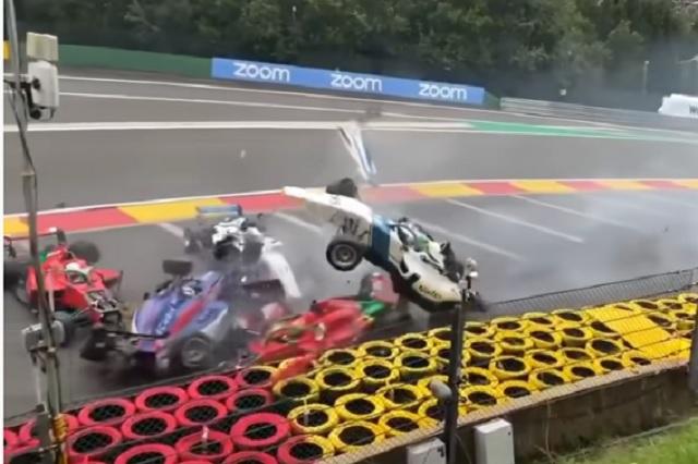 W Series registra brutal accidente en circuito de Bélgica