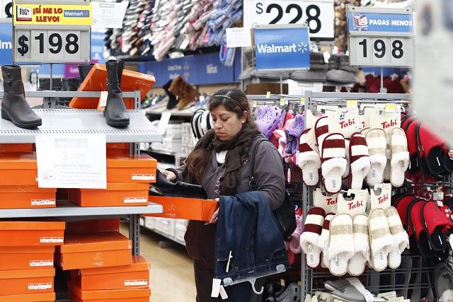 Walmart desmiente desabasto e invita a evitar compras de pánico