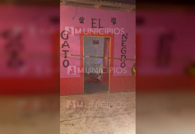 Comando ejecuta a 2 hombres en bar de Ayotoxco de Guerrero