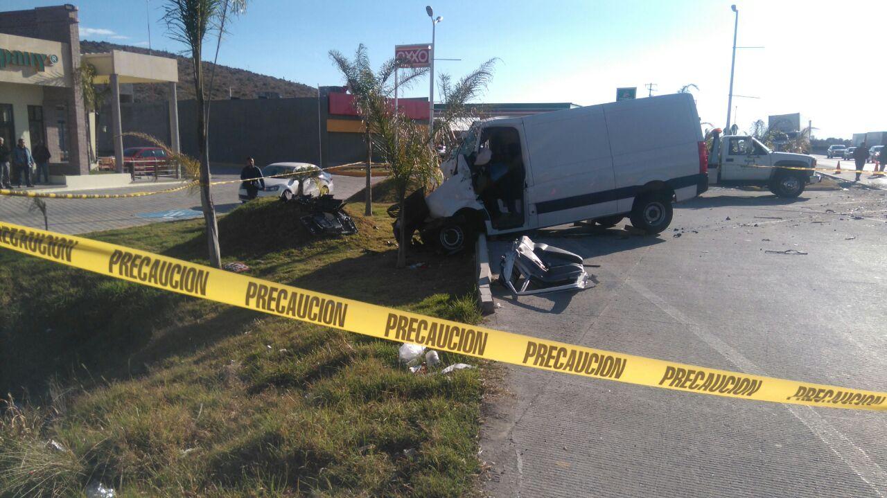 Mueren tres personas y una queda herida en par de accidentes de carretera