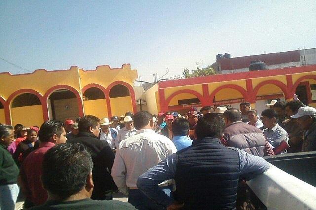 Multitud ataca a dos reporteros cuando cubrían protesta en Chapulco