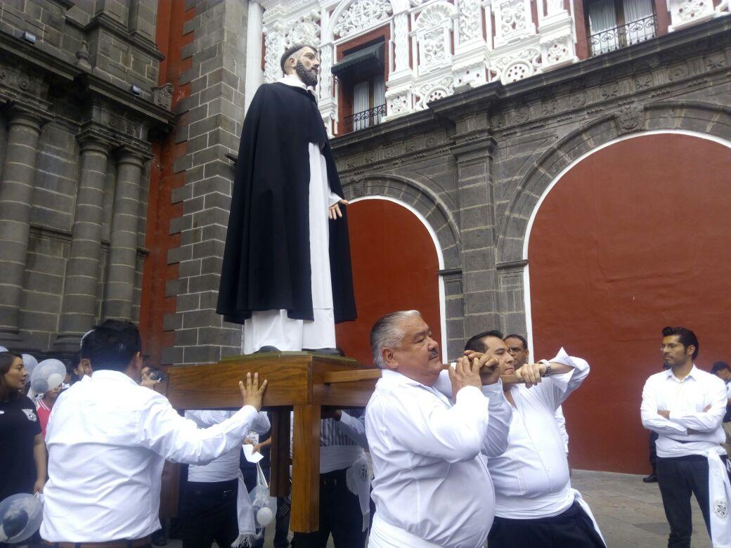 Celebran poblanos a los santos como hace cinco siglos