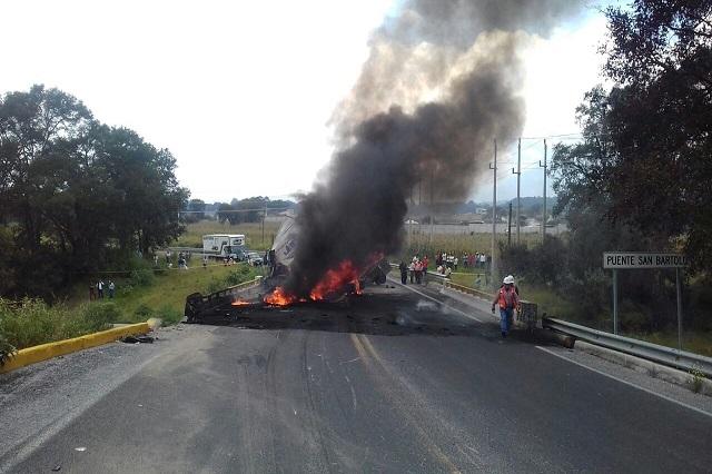 Calcinado, muere chofer durante choque en la Amozoc-Teziutlán