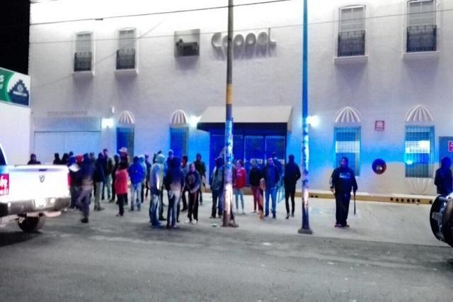 Vandalizan farmacia tras intento de saqueo en Coppel Acajete