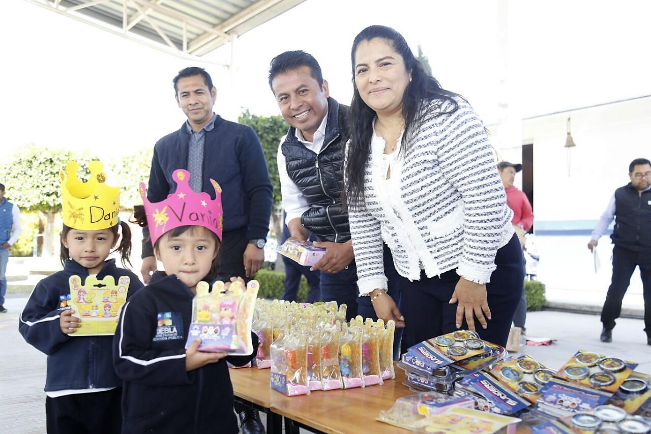 Celebran el Día de Reyes con menores de San Andrés Cholula