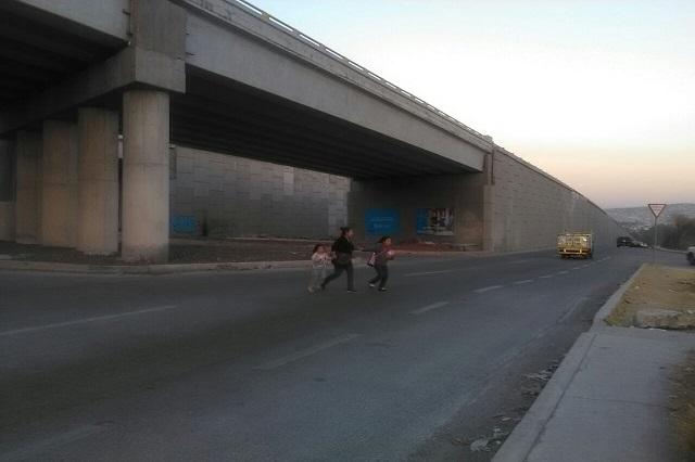 Ciudadanos sufren caos por falta de semáforos en Periférico y 24 Sur