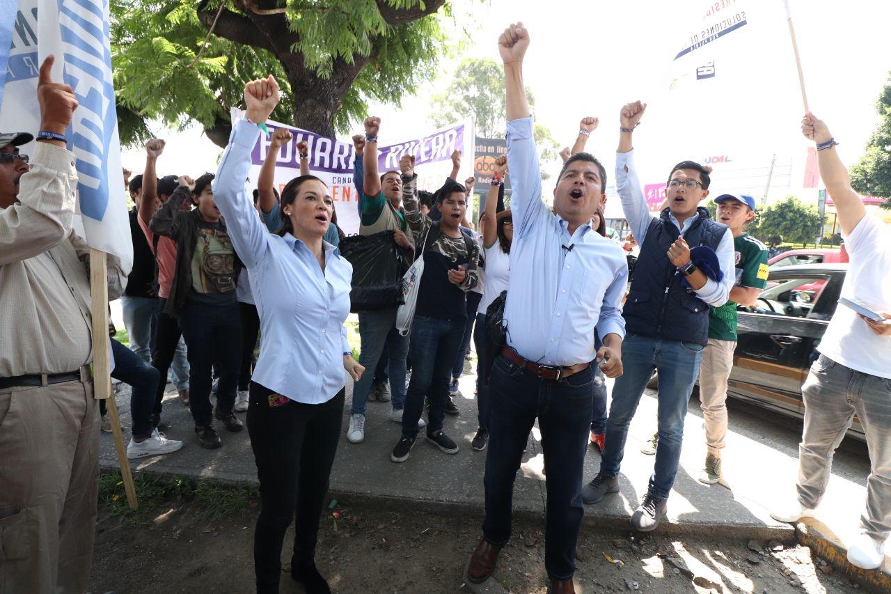 Afuera de Palacio Municipal cierra campaña Eduardo Rivera