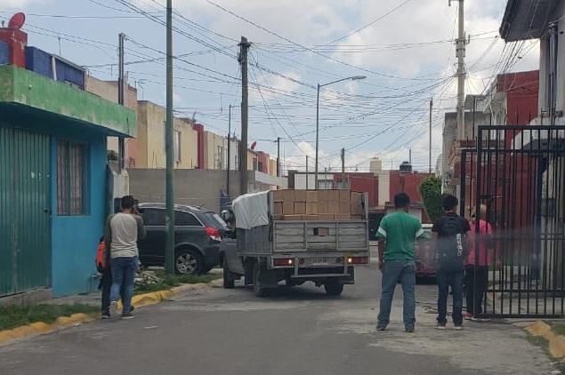 Denuncian descarga de despensas en domicilio de colonia El Refugio