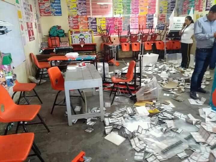 A balazos roban urnas en San Aparicio y Barranca Honda