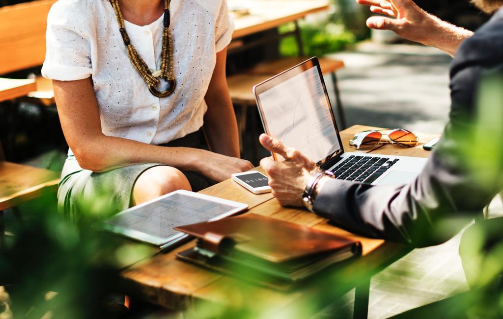 ¿Cómo puede ayudarte un comparador a elegir el mejor préstamo personal urgente?