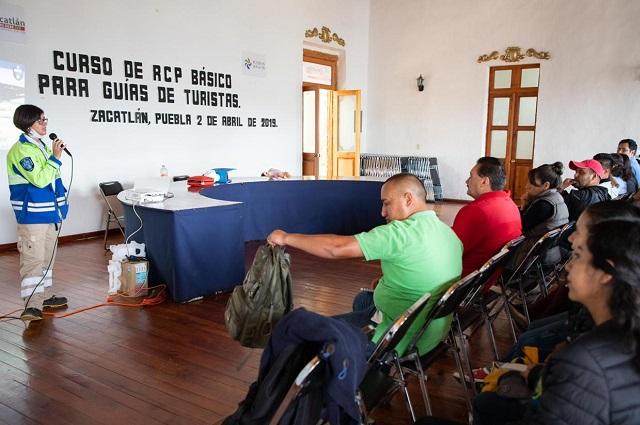 Capacitan en primeros auxilios a guías de turistas en Zacatlán