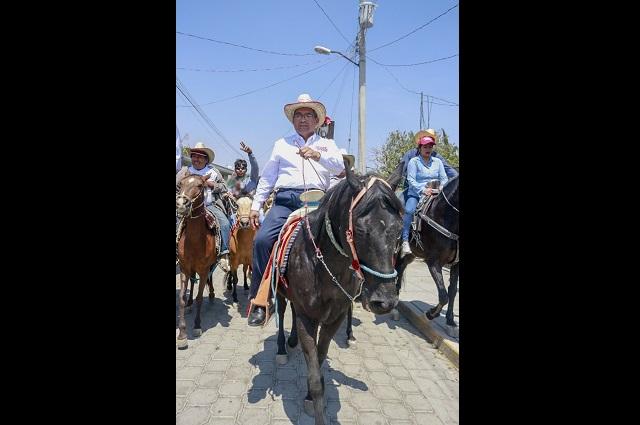 Presenta Jiménez Merino plan de gobierno a campesinos de Atlixco