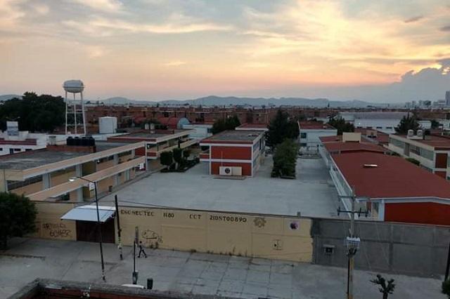 Rezago en reconstrucción afecta a más de 500 escuelas en Puebla