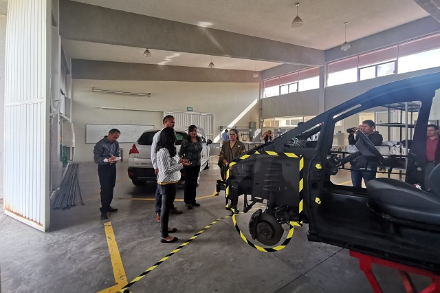 Desarrollan estudiantes de la UPPue simulador de frenos para autos