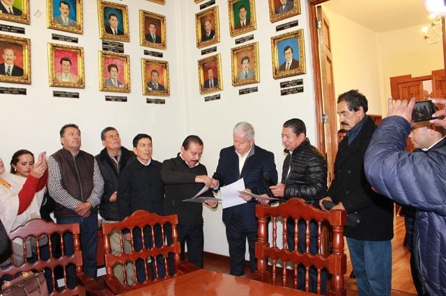 Rinde homenaje a los maestros mártires de la educación en Teziutlán