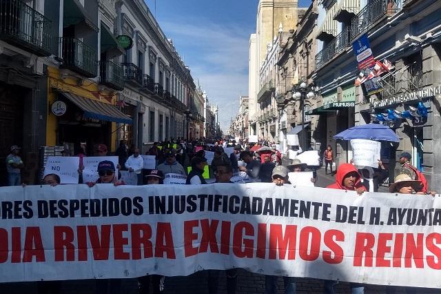 Con plantón, demandan a Claudia Rivera reinstalar a 28 despedidos