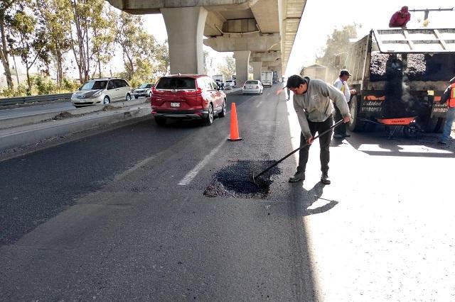 Inician bacheo en el bajo puente de la autopista México-Puebla