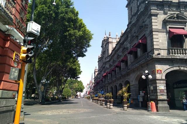 Cierran la mitad de negocios del Zócalo de Puebla por Covid-19
