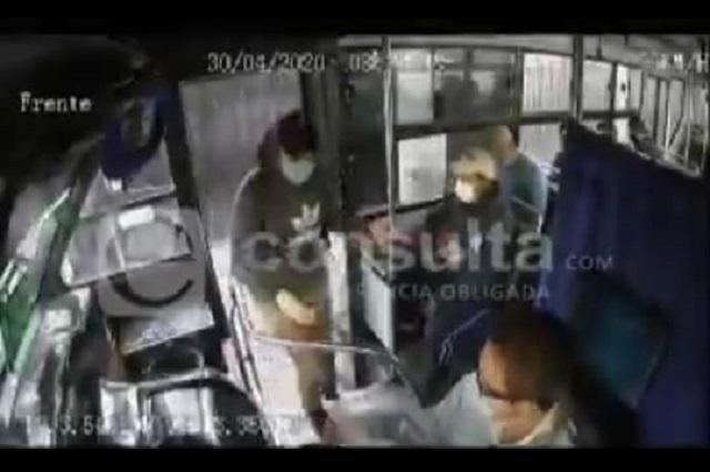 Video: asaltantes  hacen sus clientes a pasajeros de la Ruta M-28