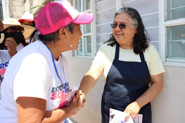 Reciben en San Bernabé Temoxtitla a Soraya Córdova