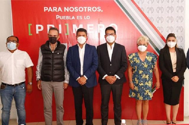 Eduardo Rivera se reúne con diputados y ediles electos del PRI