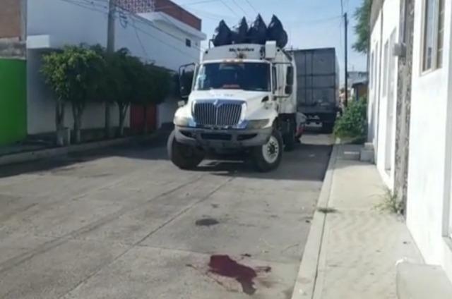 Muere empleado de limpia al caer de camión en Atlixco