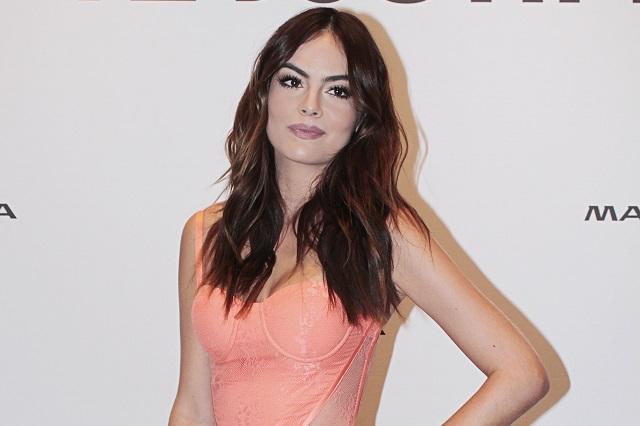 Ximena Navarrete Comprará Tela De Vestido De Novia En El