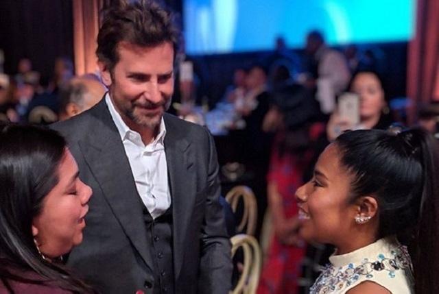 Bradley Cooper le pide favor a Yalitza Aparicio