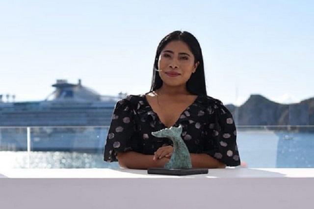Tv Notas filtra fotografía de Yalitza Aparicio con su novio