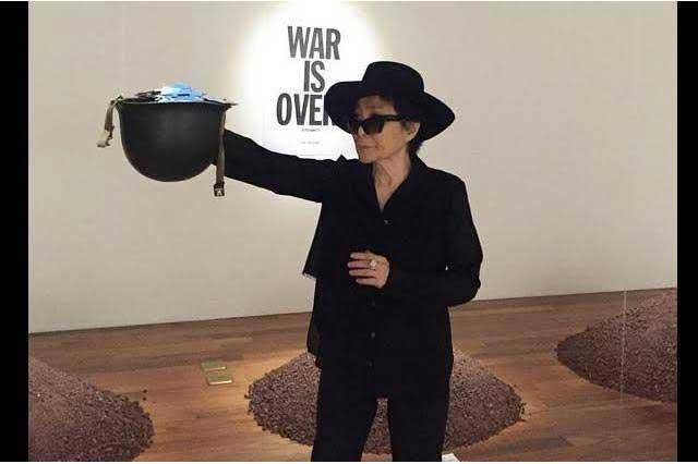 Yoko Ono abandona el hospital y ya descansa en su casa